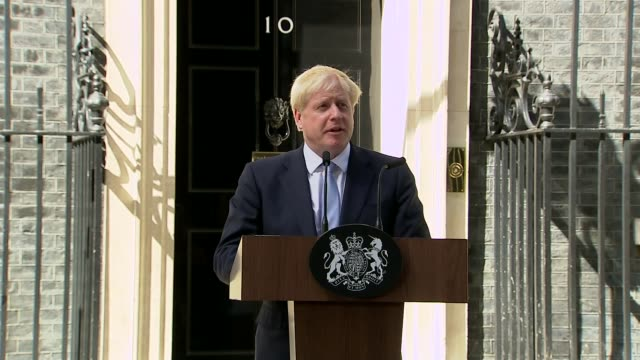 vidéos et rushes de boris johnson becomes new prime minister and appoints new cabinet ministers uk london downing street boris johnson speech and cutaways london... - pupitre