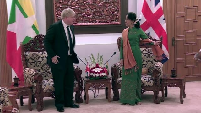 Boris Johnson calls on Aung Saan Suu Kyi to help Rohingya refugees MYANMAR Naypyidaw INT Boris Johnson MP and Aung Saan Suu Kyi chatting and taking...