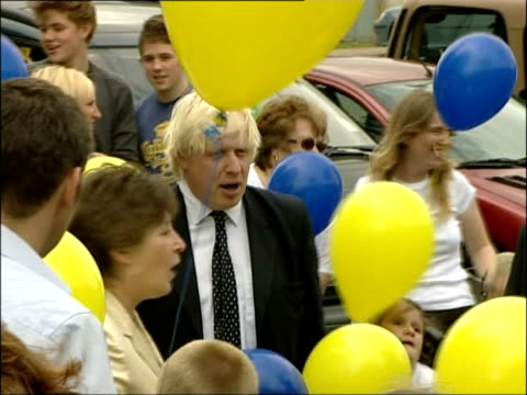 vídeos de stock, filmes e b-roll de boris johnson considers mayor of london job; england: oxfordshire: henley-on-thames: john watson secondary school: ext slow motion boris johnson mp... - oxfordshire