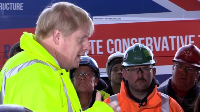 vídeos de stock e filmes b-roll de boris johnson has hinted the tories are planning a big cut in national insurance for low-paid workers when they unveil their general election... - partido conservador britânico