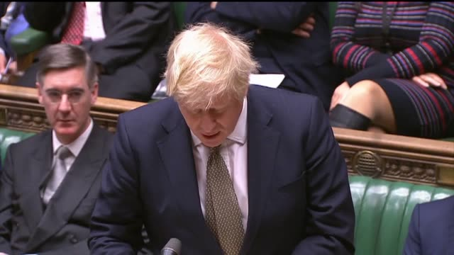 "vidéos et rushes de boris johnson has said thursday's queen's speech is ""the most radical queen's speech for a generation"" as he whipped mps on the conservative benches... - neuf"