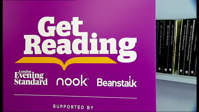 vídeos de stock, filmes e b-roll de boris johnson helps launch reading festival; 'get reading' sign to promote child literacy in london - carling weekend reading festival