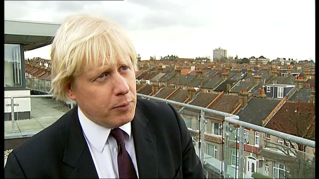 boris johnson launches scheme to encourage house-buying in london; south london: tooting: amen corner: boris johnson posing on balcony with two other... - freshly painted stock videos & royalty-free footage