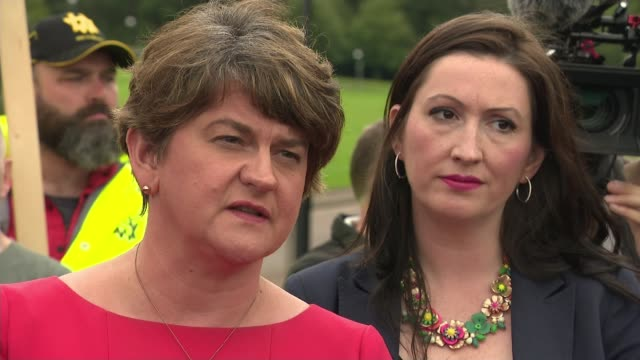 boris johnson makes first visit to northern ireland as prime minister; stormont, belfast, uk; arlene foster mla speaking to press, mary lou mcdonald... - dup stock-videos und b-roll-filmmaterial