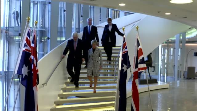 boris johnson meeting australia's foreign affairs minister julie bishop alongside michael fallon in sydney for trade talks - segretario della difesa video stock e b–roll