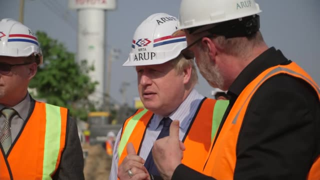 boris johnson meets prime minister of thailand; ext gvs arup bangkok metro extension project with cranes and diggers / gvs boris johnson on site with... - premierminister stock-videos und b-roll-filmmaterial