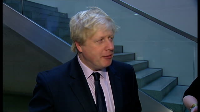 boris johnson opens london stock exchange johnson interviews with other reporters sot - börse von london stock-videos und b-roll-filmmaterial