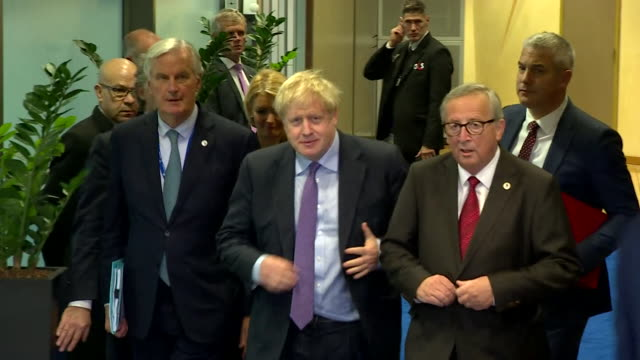 boris johnson pm jeanclaude juncker european commission president and michel barnier eu chief brexit negotiator arrive at press conference to... - agreement stock videos & royalty-free footage