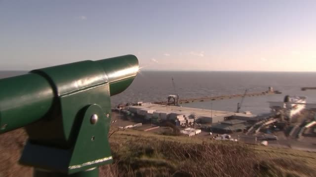 boris johnson proposes a bridge across the english channel to france; england: kent: dover: ext telescope on the cliffs overlooking the english... - 見渡す点の映像素材/bロール