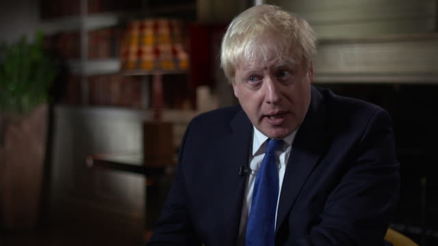 boris johnson pushes for a 'super canada' trade agreement with the european union - ボリス・ジョンソン点の映像素材/bロール