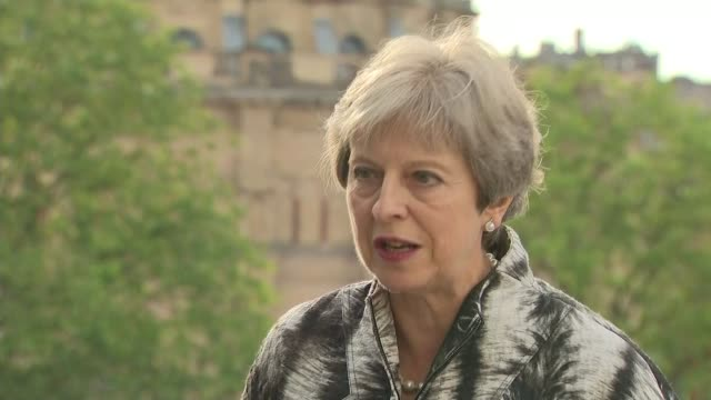vidéos et rushes de boris johnson refuses to apologise for islamophobic burka comments; scotland: edinburgh: ext theresa may mp interview sot - first of all, i believe... - genre de la personne