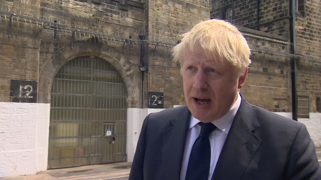 """vidéos et rushes de boris johnson saying brexit will offer opportunities to make trade deals with the usa, but the """"single most important"""" is a deal with the eu - yorkshire"""