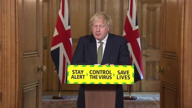 """boris johnson saying it was """"reasonable"""" for dominic cummings to travel from london to durham with coronavirus symptoms to self-isolate - nordostengland stock-videos und b-roll-filmmaterial"""