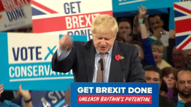"vídeos de stock e filmes b-roll de boris johnson saying the country ""is aching to move on, so let's get brexit done"" - acabar"