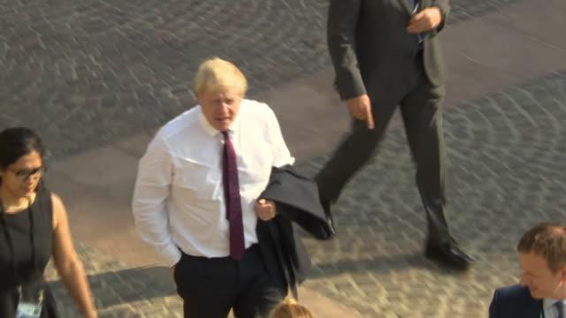 "vidéos et rushes de boris johnson walking and waving at the g7 summit in biarritz - ""bbc news"""