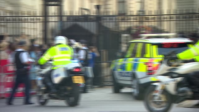 boris johnson's motorcade arriving at downing street / protesters gathered england london westminster whitehall ext motorcade carrying boris johnson... - boris johnson stock videos and b-roll footage