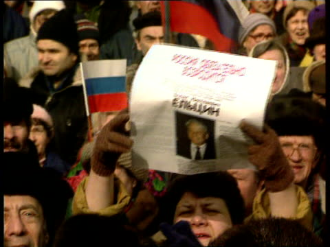 Boris Yeltsin crisis LTGV Mass of demos with flags in square 