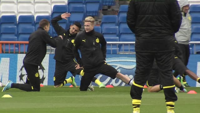 stockvideo's en b-roll-footage met borussia dortmund prepare ahead of their second leg clash with real madrid in the champions league semifinal the german side are in good spirits... - borussia dortmund