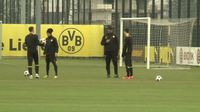Borussia Dortmund trained ahead of their Champions League semi finals on Tuesday against Malaga CLEAN Champions League Dortmund train on April 08...