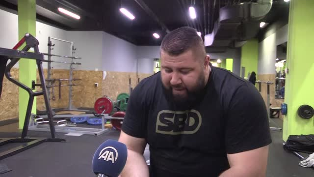 "bosnia and herzegovina's strongest man nedzmin ambeskovic is preparing with all his might for the ""world's strongest man"" competition to be held in... - picking up stock videos & royalty-free footage"
