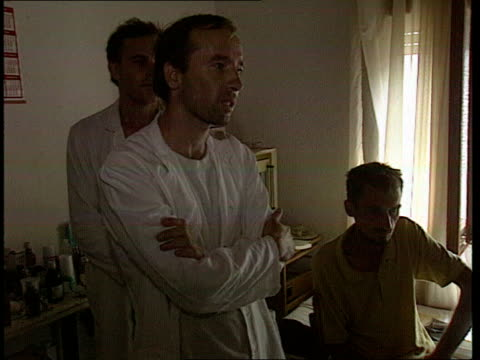 bosnian doctor ext trnopolje prison camp lbv marshall at fences speaking to prisoners int intcms muslim doctor idriz merdzanic asked questions sof... - bosnia and hercegovina stock videos & royalty-free footage
