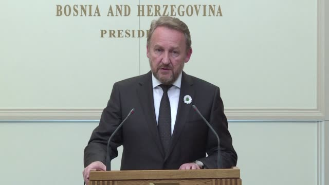 bosnian muslim leader bakir izetbegovic on wednesday urged ethnic serbs to accept the truth after a un court sentenced bosnian serb wartime military... - ratko mladic stock videos & royalty-free footage