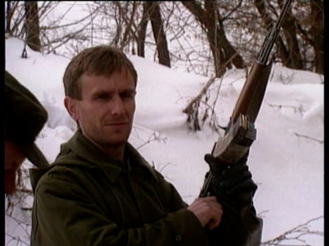 stockvideo's en b-roll-footage met bosnian muslim refugees forced from bus coaches and made to walk through the snow by bosnian serb soldiers / bus coaches full of muslim refugees... - 1993