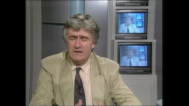 vidéos et rushes de prison camps: omarska / trnopolje:; f)c4n yugoslavia: serbia: belgrade / 2-way ex london: itn: int cms radovan karadzic live 2-way interview sof -... - la fin