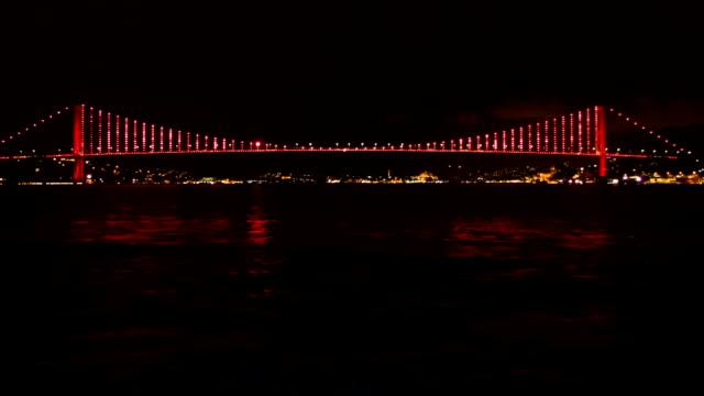 stockvideo's en b-roll-footage met bosporus-brug bij nacht - 15 juli martelaarsbrug