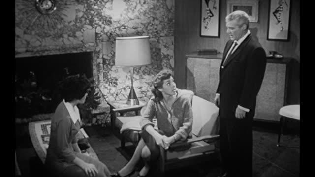 vídeos de stock e filmes b-roll de 1959 boss (susan cabot) comforts secretary who confesses to taking letter - correspondência