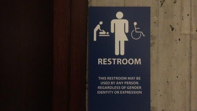 vidéos et rushes de boston city hall gender equality bathrooms - trans