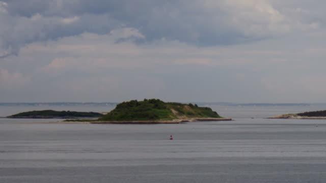 boston harbor island - tl zoom in to great brewster island - spoonfilm stock-videos und b-roll-filmmaterial