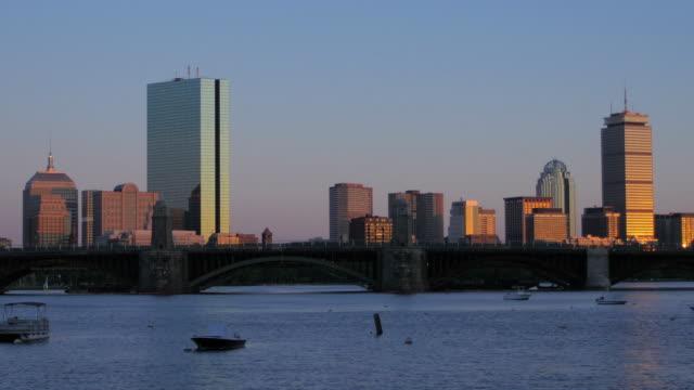 vidéos et rushes de boston, dans le massachusetts - pont longfellow