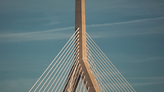 vídeos y material grabado en eventos de stock de boston memorial bridge - puente leonard p. zakim bunker hill