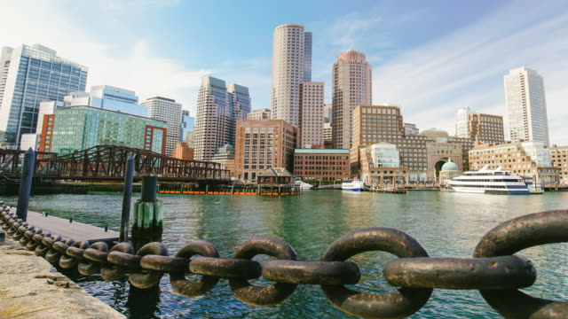 skyline von boston mit finanzielle landkreis - boston massachusetts stock-videos und b-roll-filmmaterial