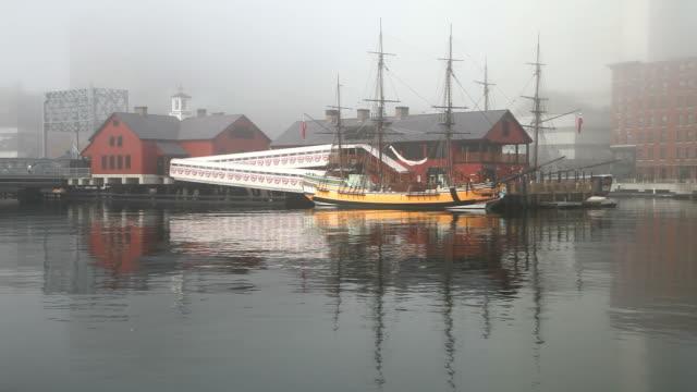 vidéos et rushes de de la tea party de boston navires & museum - museum