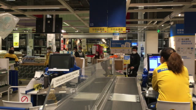vídeos de stock e filmes b-roll de both cashiers and customers are still required to wear face mask in the ikea store ikea store opened to customers on march 17 after nearly two months... - caixa de balcão