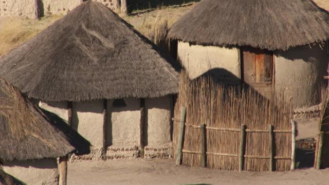 vídeos y material grabado en eventos de stock de botswana, africa : village - delta de okavango