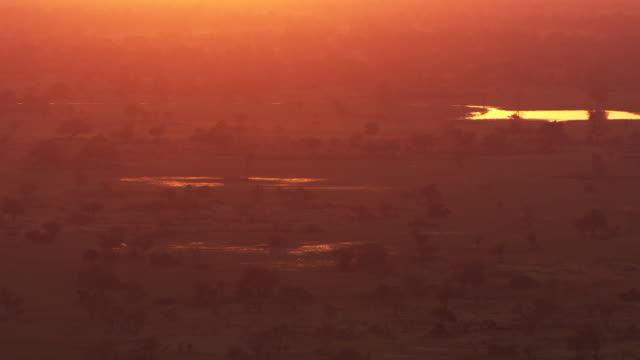 botswana : sunset - オカバンゴデルタ点の映像素材/bロール