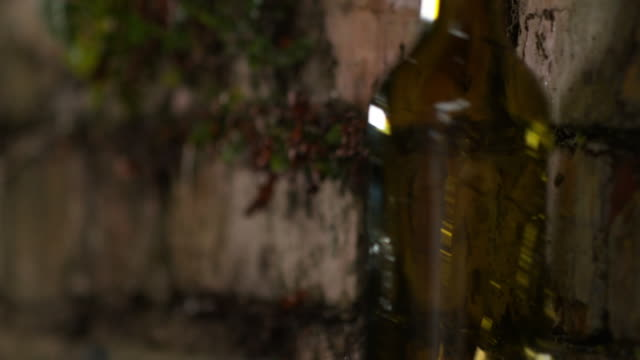 bottle smashing against a wall - 解体点の映像素材/bロール