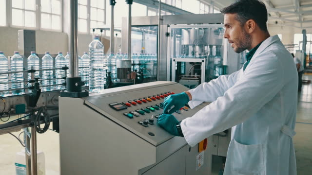 ボトリング工場検査管理品質 - 食品工場点の映像素材/bロール
