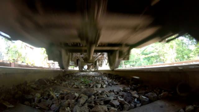 unten blick alte bahnlokomotive - unterer teil stock-videos und b-roll-filmmaterial