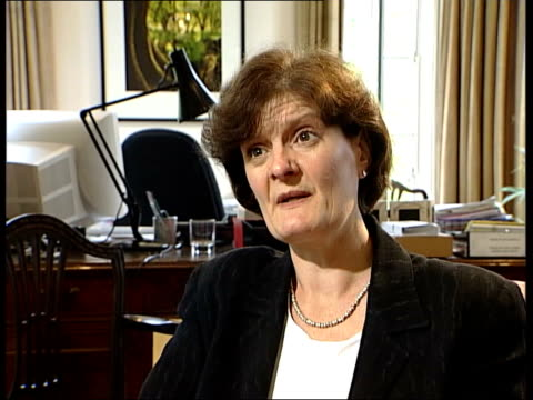 bought by national trust; itn fiona reynolds interviewed sot - bottom line isn't possible to be absolutely categoric about at the moment - tyntesfield点の映像素材/bロール