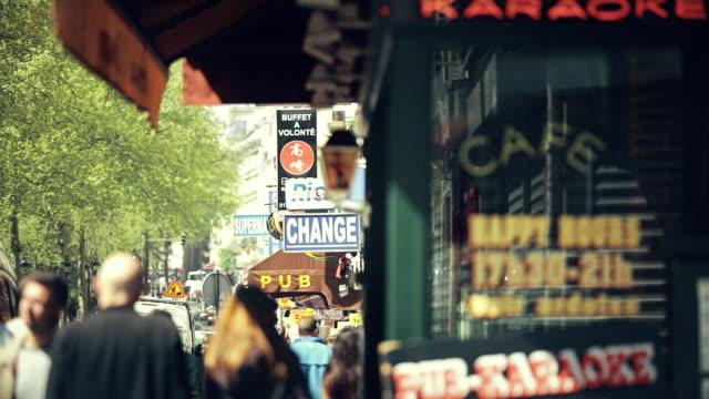 boulevard de clichy - café stock-videos und b-roll-filmmaterial