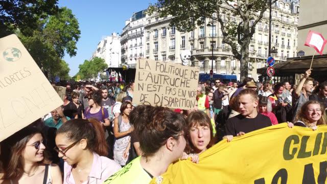 vídeos y material grabado en eventos de stock de boulevard saint-michel. 75005 paris - clima