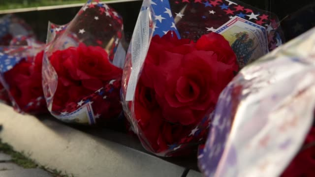 stockvideo's en b-roll-footage met ts bouquets of flower are placed at the vietnam veterans memorial prior to the memorial day weekend may 23 2014 washington dc - vietnam veterans memorial