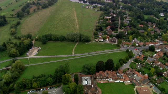 ボーンエンド航空写真イングランド、バッキンガムシャー、south バックス地区、イギリス - バッキンガムシャー点の映像素材/bロール