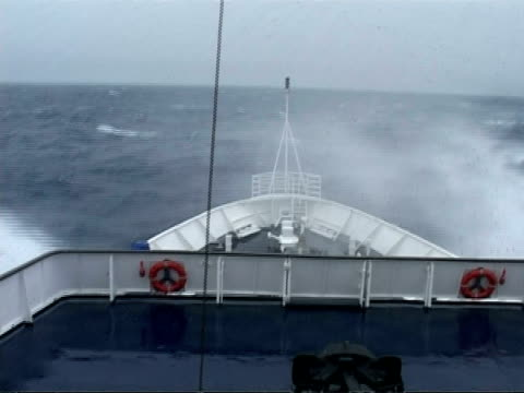 ms bow of ship in rough sea riding sea swell, antarctica - ship's bow stock videos & royalty-free footage
