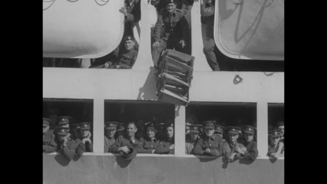 ms bow of somersetshire / ms troops standing on decks of ship / ms troops stick their heads out portholes / ms officers walk down gangplank / ms... - gratuity stock videos & royalty-free footage
