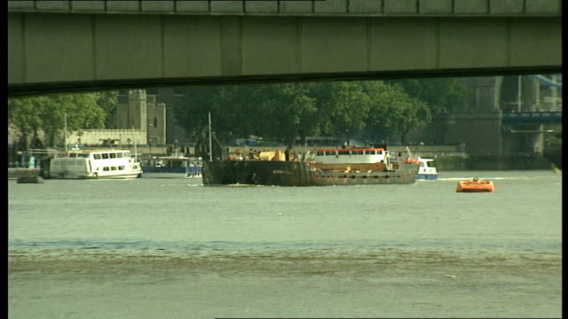'marchioness' captain funeral 03 cr1060 'marchioness' captain funeral 031989 40 'bowbelle' dredger along river and under bridge london pleasure boat... - marchioness stock videos and b-roll footage